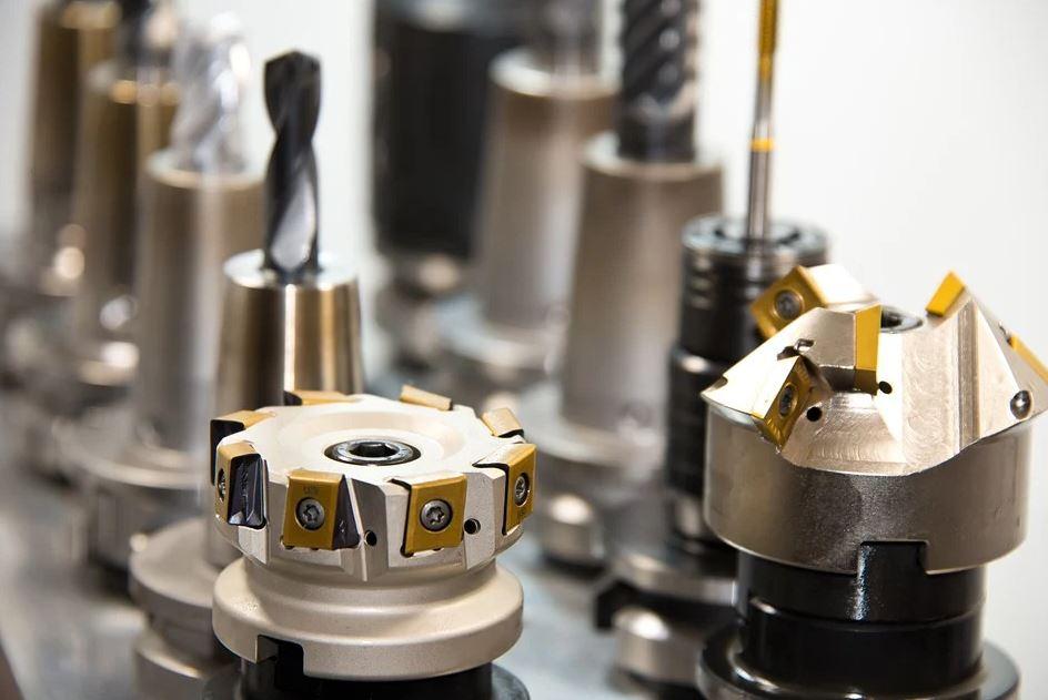 Werkstoffe und Werkzeuge für die Industrie